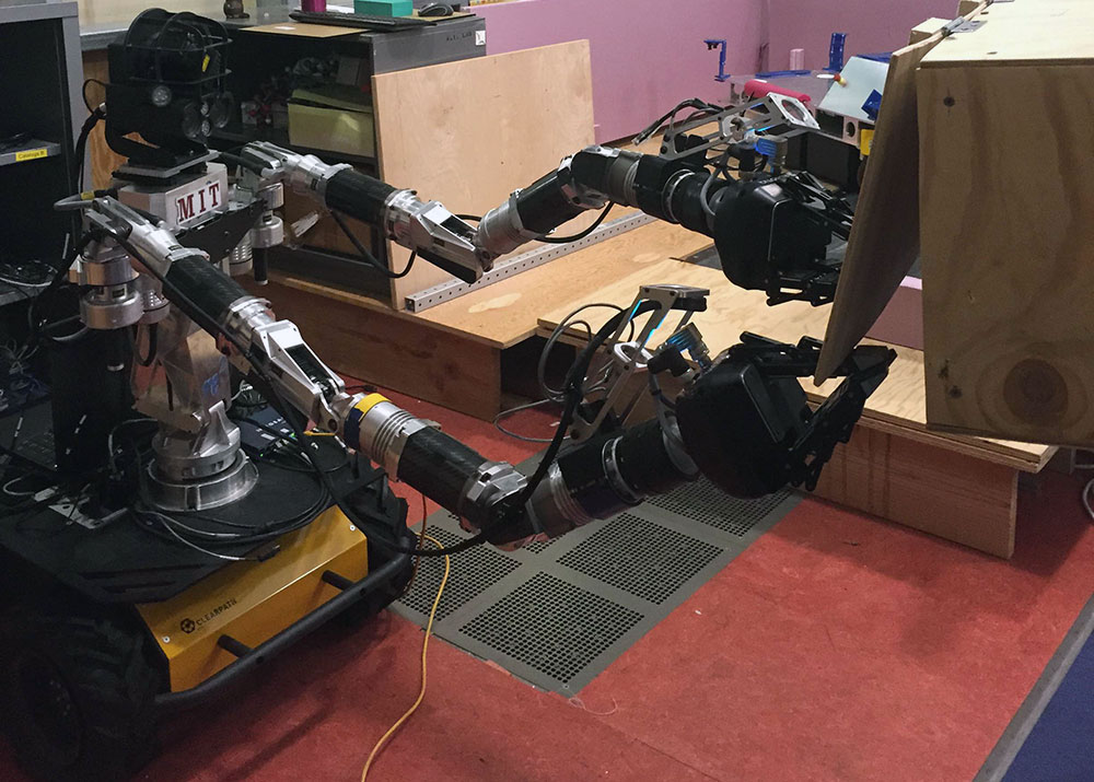 MIT bomb disposal robot