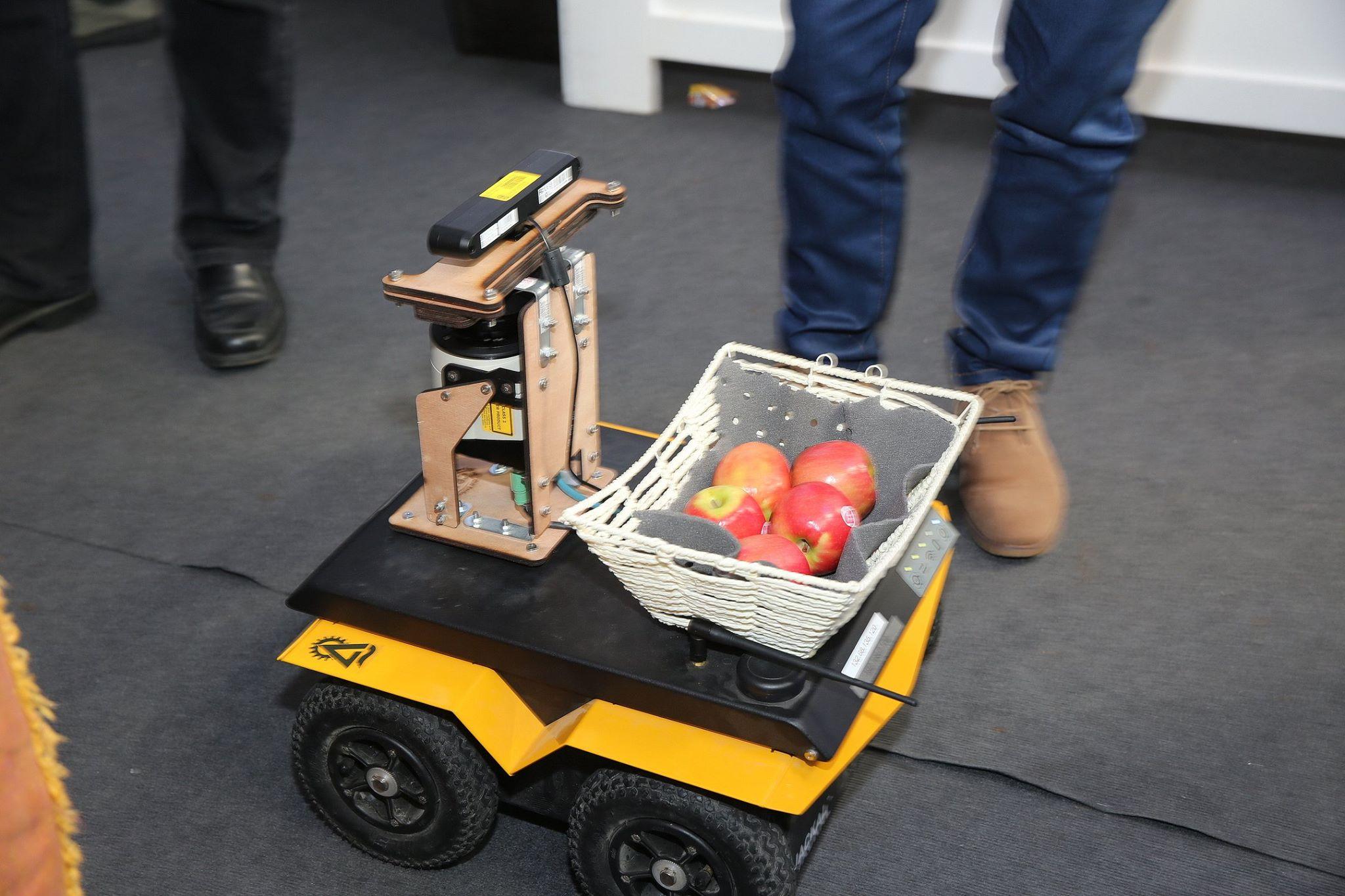 Jackal Apple Harvesting  Robot